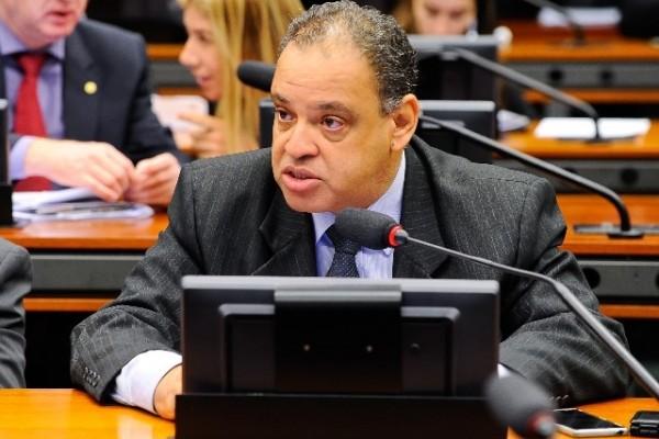 Roberto Alves apresenta projeto que estimula a doação de alimentos