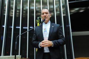 Vinicius Carvalho alerta sobre crise na diálise
