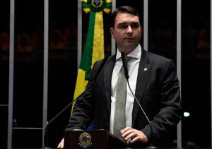 Coronavírus: senador Flávio Bolsonaro comemora número de curados