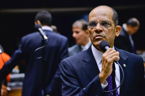 Vitor Paulo vai à Bolívia para discutir situação de brasileiros