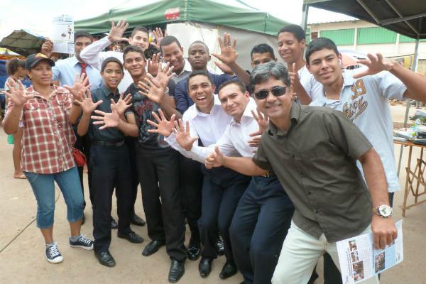 PRB Juventude do DF conversa com feirantes da Cidade Estrutural