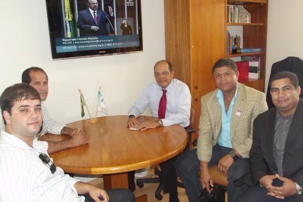 Vitor Paulo recebe representantes do governo municipal de Cardoso Moreira (RJ)