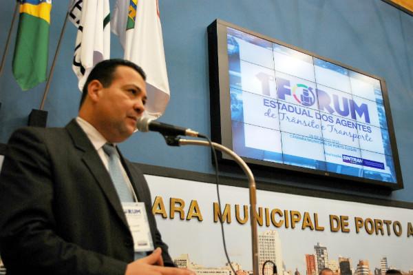 Waldir Canal sugere Programa Vereador Mirim em Porto Alegre