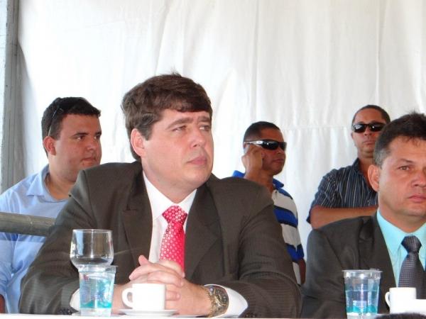 13_12_13_destaque02_es_Aprovado_projeto_corta_salário_vereador_faltoso