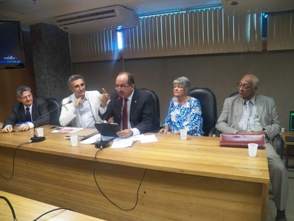 Situação dos pacientes renais crônicos na Bahia é debatida em audiência pública
