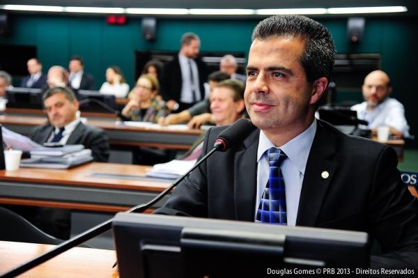 Unânime: CCJ aprova relatório de Antonio Bulhões