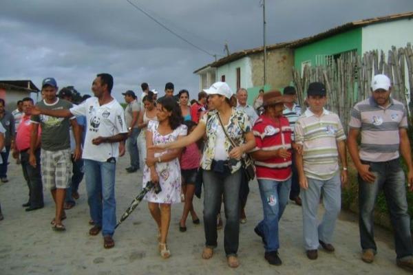 Sarina Faro faz campanha no povoado sergipano de Palmeira