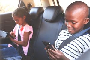 Uso excessivo do celular na infância pode afetar inteligência