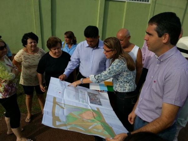 Manuel Marcos fiscaliza obras no Bairro Tropical