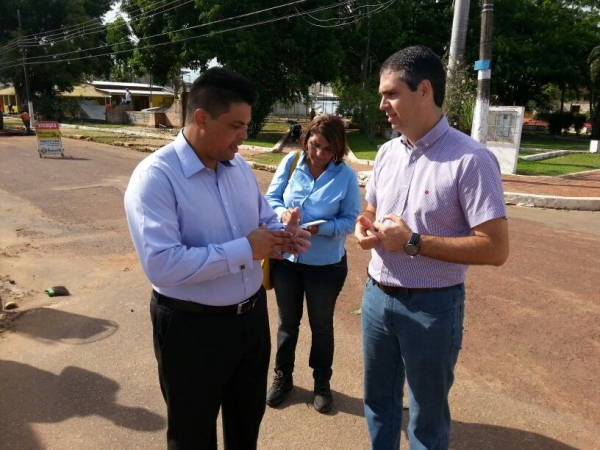 20_12_13_municipios02_ac_manuel_marcos_fiscaliza_obras002