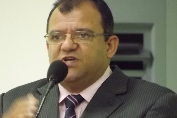 Vereador Eliseu solicita melhorias para Cajueiro