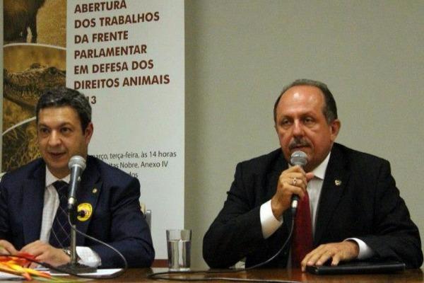 Deputado do PRB em defesa dos Direitos Animais