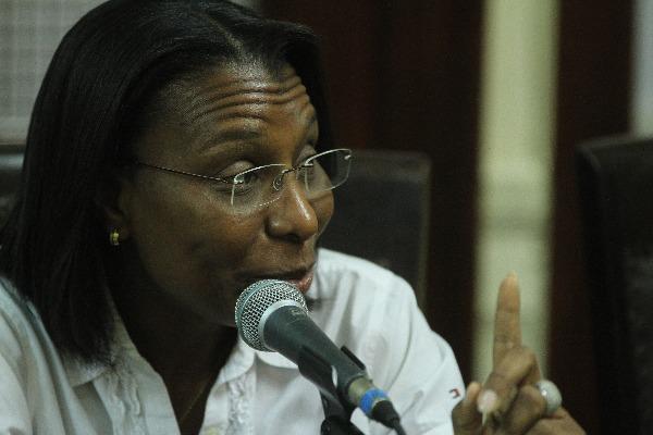 Rosangela Gomes pede providências para Baixada Fluminense