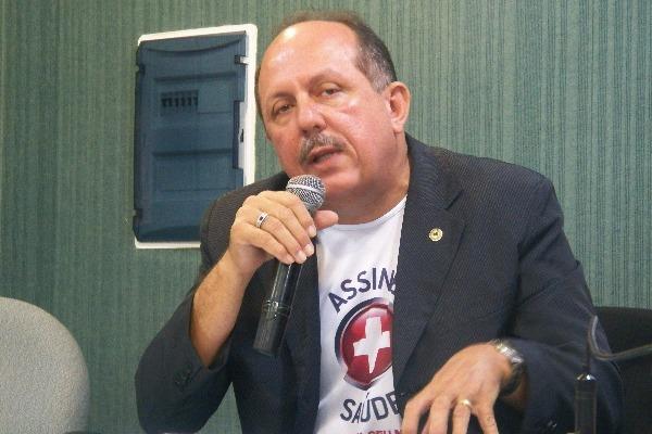 Arimatéia continua como presidente da Comissão de Saúde