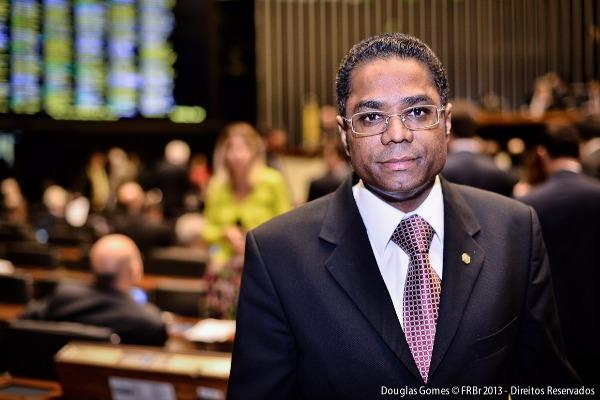 Defesa da MP dos Portos e fim da fidelização para celulares