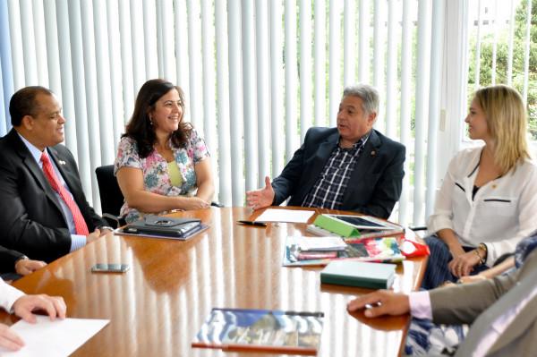 Vereador Alfredo Santana visita Câmara Municipal de Curitiba