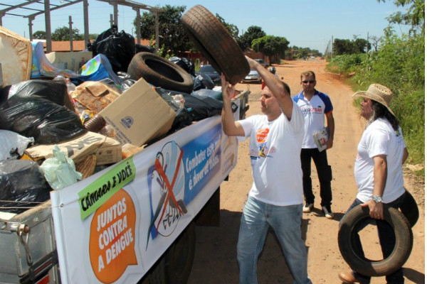 Gilmar da Cruz incentiva comunidade a combater a dengue