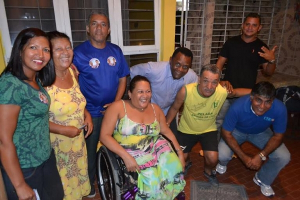 Candidatos-republicanos-do-PRB-PE-visitam-moradores-do-Paulista-001