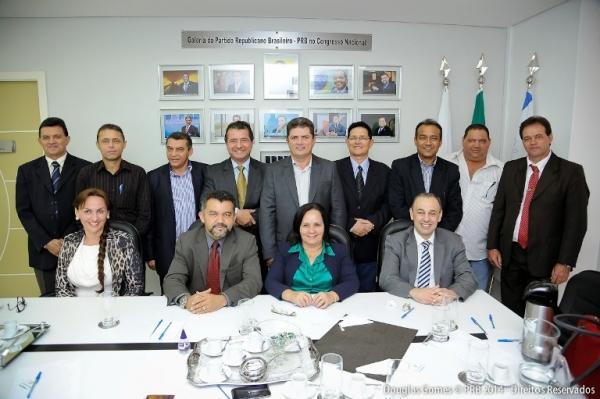 Cleber Verde recepciona prefeitos maranhenses na sede da Fundação Republicana Brasileira em Brasília