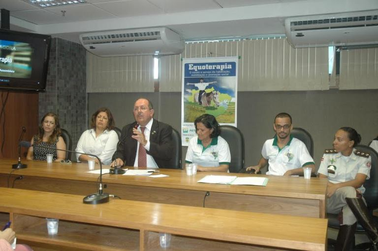 Equoterapia-tema-debate-servico-habilitacao-reabilitacao-promocao-social-na-Bahia-prb-002-11-06-14