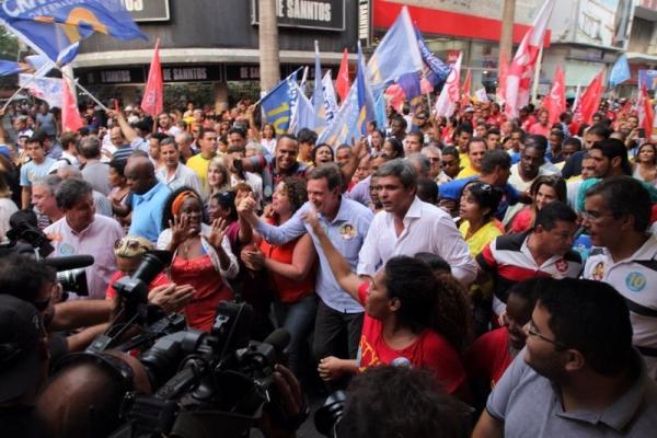 Lindberg-e-Clarissa-pedem-votos-para-Crivella-em-Nova-Iguacu-foto-ascom-crivella