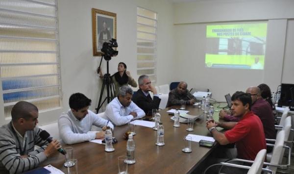 Nunes Coelho cobra solução para emaranhado de fios em Taubaté, em reunião com empresas