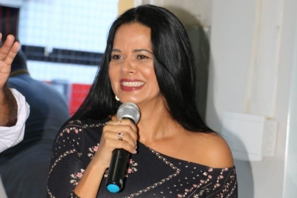 Adriana Leite assume Prefeitura de Estância (SE)