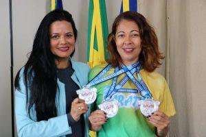 Adriana Leite recebe atleta medalhista nacional no Karatê