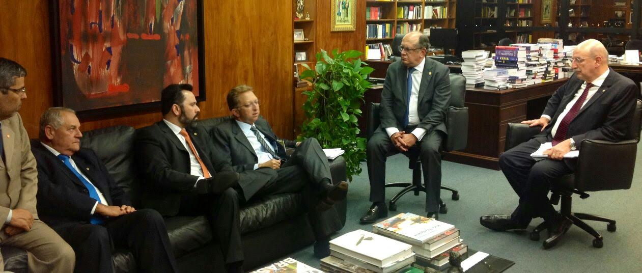 Em visita ao ministro Gilmar Mendes, Alan Rick diz que legalização das drogas no Brasil seria uma tragédia