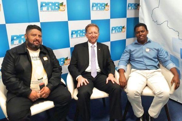 Alessandro Viana visita deputado João Campos em Brasília