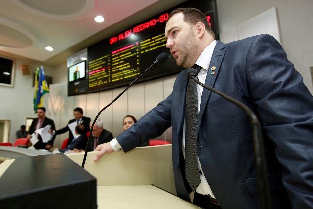 Alex Redano cobra instalação de agências do Banco do Povo