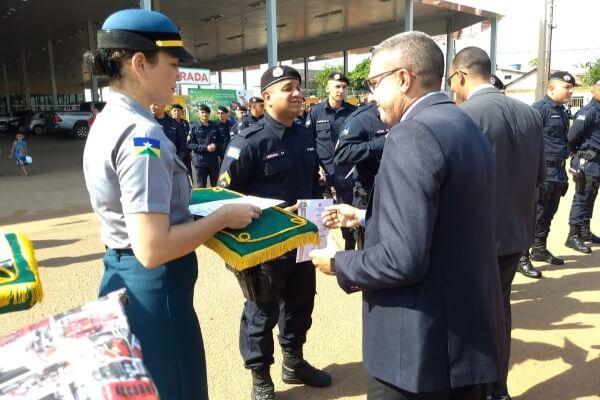Alex Silva é homenageado por atuação em favor da Polícia Militar