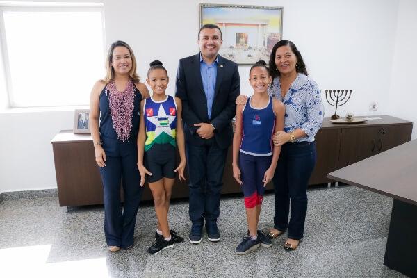 Alex Silva apoia ginastas mirins em competição nacional