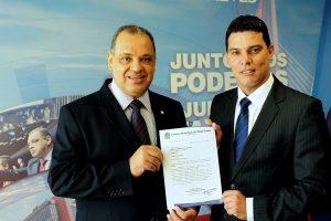 Em busca de recursos, Alex Tailândia se reúne com deputados do PRB em Brasília