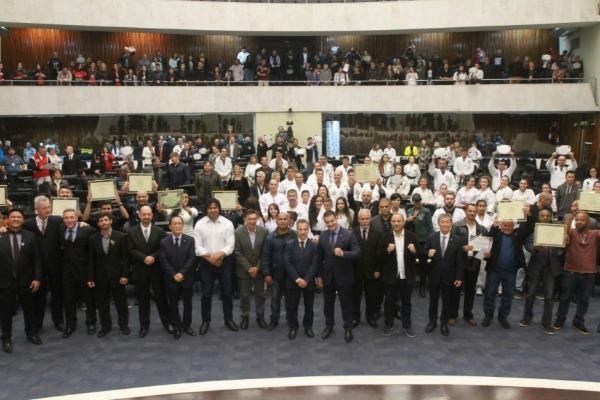 Assembleia homenageia grandes mestres das artes marciais do Paraná