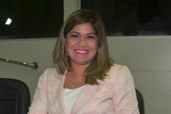 """Aline Gurgel comemora aprovação da lei """"Menino Carlos Daniel"""" em Macapá"""