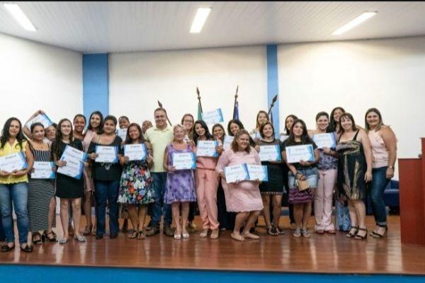 Prefeito Altair da Saúde entrega certificados de cursos de beleza e estética