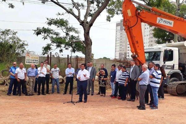 Alvoni Medida participa de ato para a retomada de obras em bairro de Porto Alegre