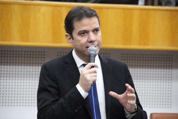 Vereador Alysson Lima requer informações da prefeitura de Goiânia sobre contratos