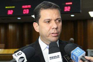Alysson Lima protesta contra aumento nas passagens de ônibus de Goiânia (GO)