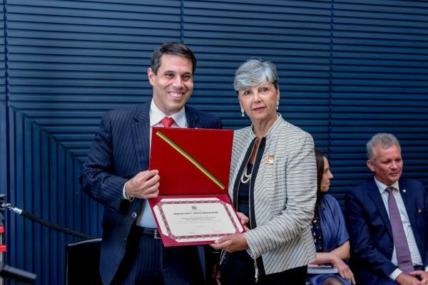 Entidade capixaba recebe Prêmio Dr. Pinotti por indicação de Amaro Neto
