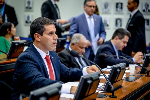 Amaro Neto critica atraso nos recursos do Minha Casa Minha Vida