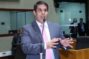 Amaro Neto vai propor bloqueadores de celular nas unidades prisionais