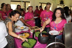 Mulheres Solidárias de Cruzeiro (SP) doam 400 quilos de mantimentos para a Santa Casa