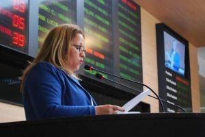 Professora Ana Lúcia destaca luta pela conscientização do autismo em sessão da Câmara