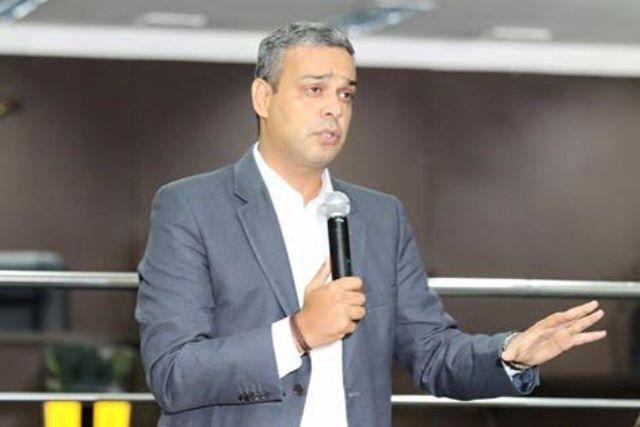 André Eloy quer proibir identificação de patrimônio público com cores e marcas de partidos