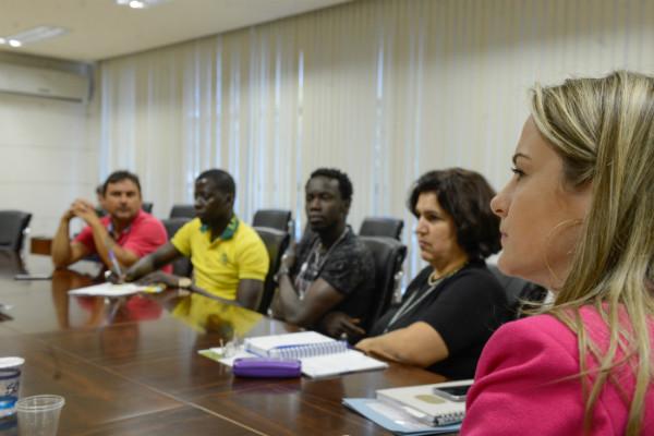 Andrea Guerra participa de reunião para incluir imigrantes no mercado de trabalho