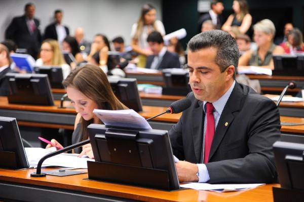 CCJ aprova projeto de bulhões que proíbe venda de narguilé para menores de 18 anos