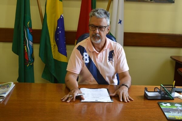 Armando Motta assina ordem para redução de custos na Câmara Municipal de São Leopoldo