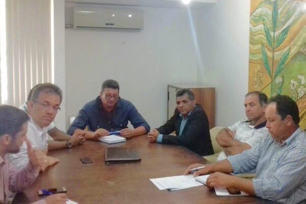 Pinheiros (ES): prefeito Arnóbio Pinheiro garante investimentos para o município
